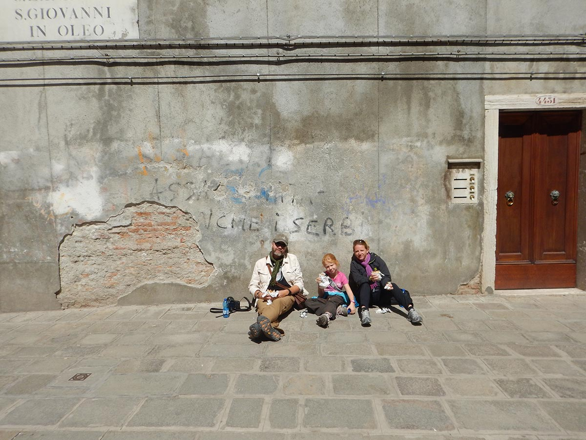 2015-04-20 italy venice lunch picnic sunny piazza small
