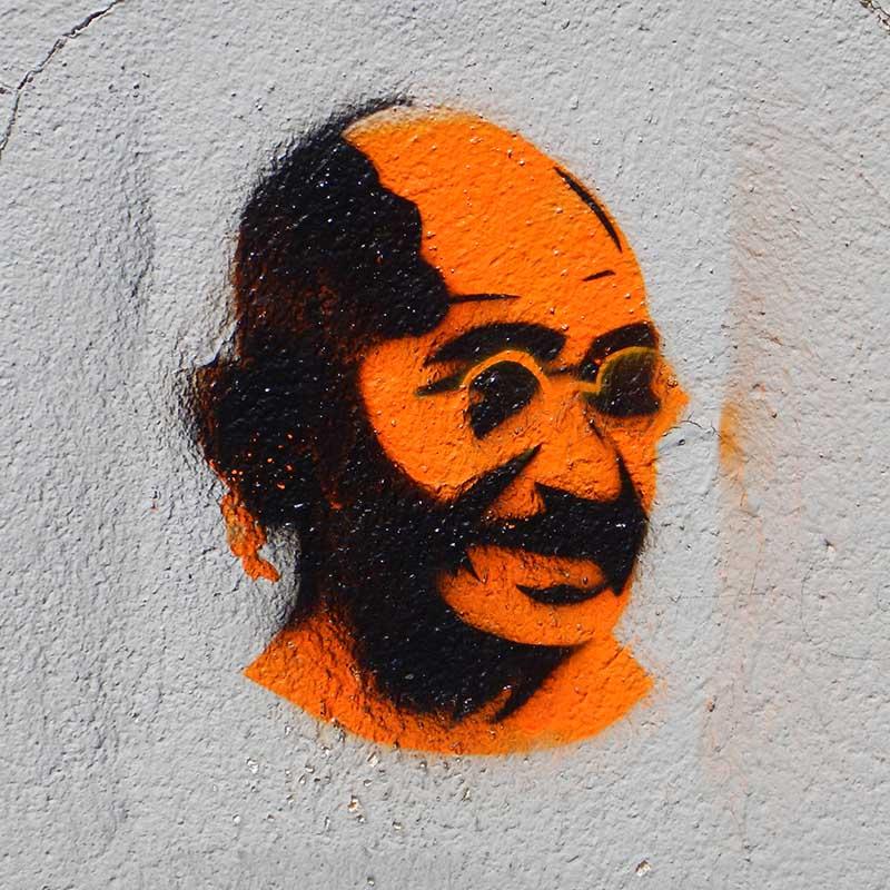 2015-05-30 france paris montmartre graffiti gandhi copy
